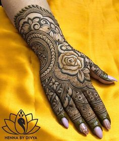 No wedding look is complete without one's mehndi-clad hands. Check out these rose design mehndi looks that will look breathtaking on every bride and her bffs! Rose Mehndi Designs, Henna Art Designs, Mehndi Designs For Girls, Mehndi Designs For Beginners, Modern Mehndi Designs, Dulhan Mehndi Designs, Wedding Mehndi Designs, Mehndi Design Pictures, Mehndi Designs For Fingers