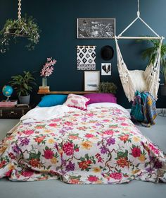 Paradise Floral White White Bedspread / Kantha Quilt