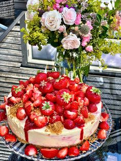 "Frossen ""Strawberry Cheesecake"" (Osteiskake med jordbær) Strawberry Cheesecake, Frisk, Raspberry, Food, Eten, Raspberries, Meals, Diet"