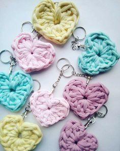 Yarn Projects, T Shirt Yarn, Crochet Earrings, Cross Stitch, Patterns, Knitting, Jewelry, Cute Ideas, Key Hangers