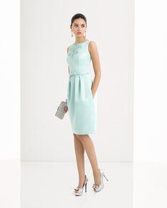 Vestido de pique y pedreria disponible en, azul, verde, rojo y marino.