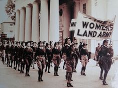 Women's Land Army on parade (with banner). Land Girls, Army Girls, Dig For Victory, Women's Land Army, Ww2 Women, The Blitz, Jodhpur, Interesting History, Working Woman