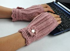 Items similar to Crochet Fingerless Glove Wrist Warmer Smokey Rose Red Pink on Etsy Crochet Gloves Pattern, Knitted Gloves, Crochet Patterns, Hat Patterns, Knitting Patterns, Knitting Tutorials, Loom Knitting, Free Knitting, Stitch Patterns
