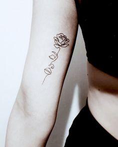 The Best Minimalist Tattoo Ideas - My Minimalist Living One Line Tattoo, Line Art Tattoos, Mini Tattoos, Body Tattoos, Flower Tattoos, Sleeve Tattoos, Tatoos, Dainty Tattoos, Small Tattoos
