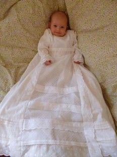 5c69d63109f11 Articles similaires à Robe de Baptême aux trois dentelles sur Etsy