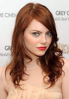 30 Auburn Hair Color Ideas for Spring to get a stroll on the red side? An auburn hair coloration could be for you. Brown Hair Color Shades, Red Hair Color, Cool Hair Color, Brown Hair Colors, Color Red, Hair Shades, Medium Auburn Hair Color, Light Auburn Hair Color, Emma Stone Red Hair