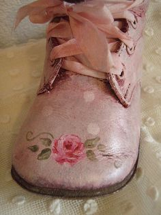 So very sweet shabby chic style hp roses vintage baby shoes Color Magenta, Fuchsia, Pastel Colors, Vintage Stil, Look Vintage, Vintage Pink, Vintage Shoes, Estilo Shabby Chic, Rose Cottage