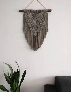 https://www.etsy.com/nl/listing/573520086/macrame-wall-hanging-macrame-wandhanger
