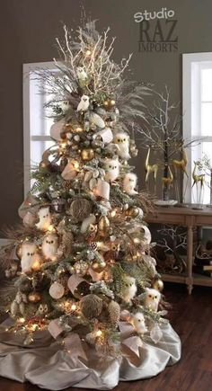 Get plenty of inspiration with these beautiful Christmas tree ideas. From rustic to farmhouse Christmas trees, there are ideas for every style of decor. Beautiful Christmas Trees, Colorful Christmas Tree, Christmas Tree Themes, Christmas Tree Toppers, Xmas Decorations, Xmas Trees, Christmas Ornaments, Christmas Tree Trends 2018, Christmas Tree With Feathers
