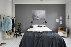 Light grey wall, white and grey contrast