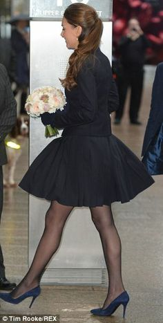"""20 Nov 2013 - The Duchess of Cambridge has another """"Marilyn moment"""" while attending the charity's 'Resilience and Emotional Strength in Schools Forum' at the offices of Clifford Chance in Canary Wharf, London. Looks Kate Middleton, Estilo Kate Middleton, Kate Middleton Outfits, Princesa Real, Princesa Diana, Duke And Duchess, Duchess Of Cambridge, Duchesse Kate, Kate Dress"""