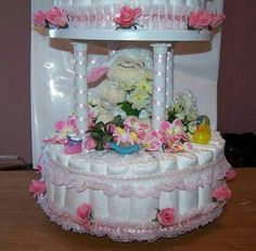 How to make diaper cakes. Quick and easy instructions to help you create a great gift for an upcoming baby shower. Baby Shower Items, Baby Shower Crafts, Baby Shower Diapers, Baby Shower Favors, Baby Shower Parties, Shower Gifts, Baby Showers, Diaper Crafts, Diy Diaper Cake
