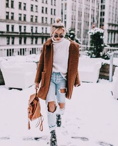 Winter Style | Trvl Porter casual, cozy, warm, winter, Style, trends, outfits, fashion, inspiration, snow, California, weather, fur, faux, cold, layers, trendy, New York, Washington, Oregon, Canada, outdoors, denim, leather, coats