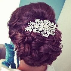 Love this hair accessory #bride #bridal #wedding #hair #hairdo #hairstyle #updo