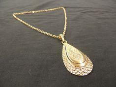 Vintage Goldtone Monet Textured Tear Drop Pendant Chain Link Necklace Smooth   #Monet #Pendant