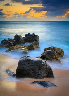 ✮ Rocks on Sunset Beach on Oahu, Hawaii