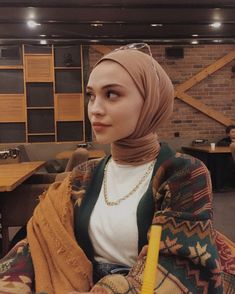 Hajib Fashion, Modern Hijab Fashion, Muslim Fashion, Modest Fashion, Fashion Outfits, Mode Turban, Beautiful Hijab Girl, Hijab Style Tutorial, Everyday Casual Outfits