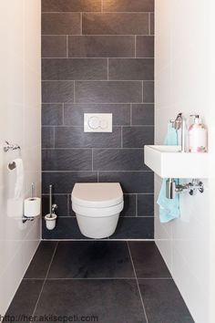 Thrill Your Site visitors with These 14 Charming Half-Bathroom Designs Toilet Tiles Design, Small Toilet Design, Small Toilet Room, Bathroom Design Small, Simple Bathroom, Bathroom Interior Design, Best Bathroom Designs, Guest Toilet, Bad Inspiration