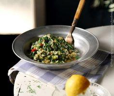 Σπανακόρυζο κλασικό λεμονάτο από την Αργυρώ Μπαρμπαρίγου! Kai, Good Food, Yummy Food, Food Categories, Greek Recipes, Risotto, Spinach, Grains, Menu