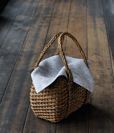 Akebi Bag Akebi vine craft has been a traditional handicraft of Aomori Prefecture since the late Edo period.