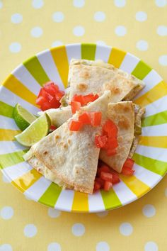 Kids love quesadillas and they love ranch dressing. Serve up Ranch Baked Quesadillas, and they'll be so happy, they might even help you with the dishes. Hidden Valley Recipes, Acid Reflux Recipes, Quesadilla Recipes, Baked Quesadilla, Chicken Quesadillas, Ranch Recipe, Good Food, Yummy Food, Fun Food