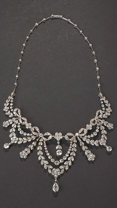 Lacloche Frères - A Belle Epoque platinum and diamond necklace, circa 1910. #Lacloche #BelleÉpoque