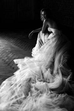 Beautiful flowing dress in Black and White Wedding Styles, Wedding Photos, Jolie Photo, No Photoshop, Wedding Photography Inspiration, Timeless Elegance, Bridal Portraits, White Fashion, Black And White Photography