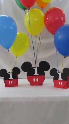 Mickey Mouse Party Balloon Centerpiece but with red, black, yellow, and white balloons instead.