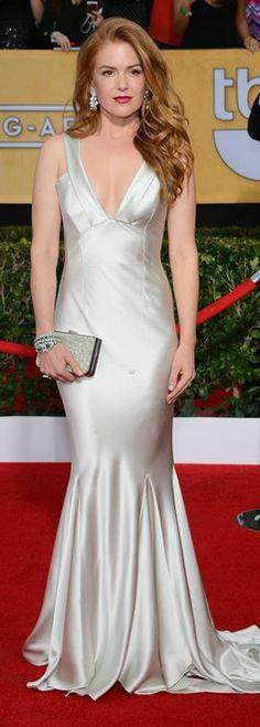 Isla Fisher: Dress – Oscar de la Renta  Shoes – Christian Louboutin  Pures – Ferragamo  Jewelry – Bulgari