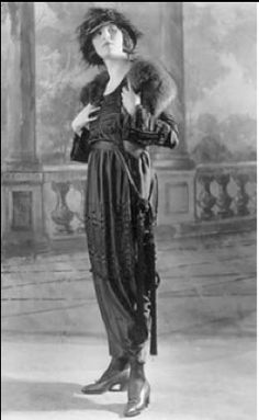 Larissa Petrakova, Russian silent film & stage actress. The hat and stole are FAB-U-LOUS!