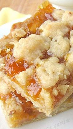 Apricot Coconut Bars with Buttery Crumb Topping 13 Desserts, Cookie Desserts, Cookie Recipes, Delicious Desserts, Dessert Recipes, Yummy Food, Cupcakes, Cupcake Cakes, Creme Dessert