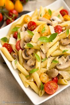 Pasta Salad with Vegetables. Pasta salad with mushrooms and ripe tomatoes. (in Romanian) Pasta Salad Recipes, Healthy Salad Recipes, Healthy Food, Cold Vegetable Salads, Salads For A Crowd, Food Videos, Meal Planning, Good Food, Easy Meals