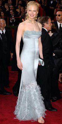 Nicole Kidman in Chanel ~ Old Hollywood Style at Academy Awards dresses 2004 Oscar Gowns, Oscar Dresses, Nicole Kidman, Red Carpet Dresses, Blue Dresses, Sexy Dresses, Divas, Oscar Fashion, Runway Fashion