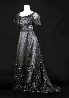Evening gown ca. 1900. Musée de la Mode, Albi--Facebook page