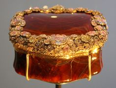 Agate Snuffbox -in the collection of the Victoria and Albert Museum 1765-70