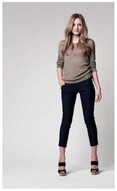 black skinny pants never go out of style….love the neutral color scheme :)