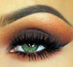 Deep Plum Eyeshadow Tutorial For Green Eyes | AmazingMakeups.com