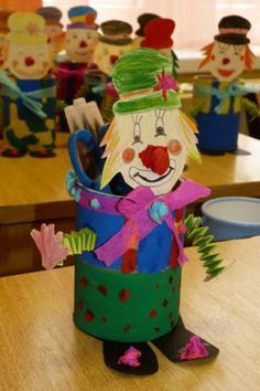 Clown craft idea for kids Kids Crafts, Clown Crafts, Circus Crafts, Preschool Crafts, Diy And Crafts, Arts And Crafts, Paper Crafts, Circus Birthday, Circus Theme