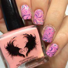 Swirly watermarble nails