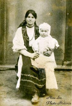 transilvania - Studiou românesc necunoscut, pe la 1900 Costumes, Painting, Art, Embroidery, Art Background, Dress Up Clothes, Fancy Dress, Painting Art, Kunst