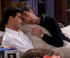 Discovered by Άννα Τ. Find images and videos about funny, friends and tv show on We Heart It - the app to get lost in what you love. Tv: Friends, Friends Tv Show, Serie Friends, Friends Cast, Friends Moments, Friends Forever, Chandler Friends, Monica E Chandler, Chandler Bing