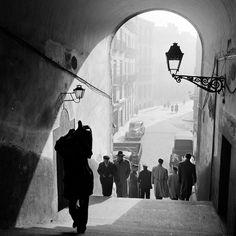 Contraluz desde el Arco de Cuchilleros de la Plaza Mayor - Madrid 1950