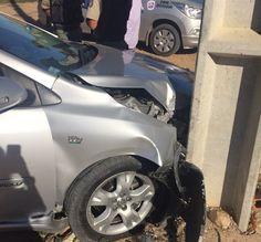 Blog Paulo Benjeri Notícias: Ladrões roubam carro, mas batem veículo em poste d...