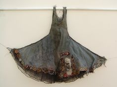 Mixed Media Art of Louise Richardson. Discover the poetic creations of Louise, magical and unreal dresses, romantic objects. Textiles, Ropa Shabby Chic, Sculpture Textile, Fabric Manipulation, Textile Artists, Fabric Art, Refashion, Kitsch, Wearable Art