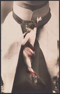 [Nude Woman on Man's Necktie. 1911.