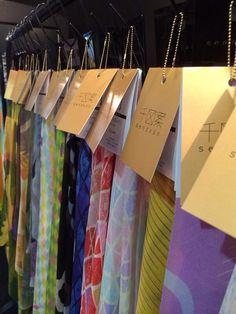 【 花鳥風月スカーフ 】伝統的な和のテイストを取り入れながらも現代的な印象の「花鳥風月」シリーズ。12ヶ月の風光明媚を身に纏い人生を楽しむ大人の女性に向けて、シルク素材のスカーフに仕立てました。 Studio, Design, Studios