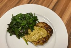 Schnitzel met pestosaus – Judoka Margriet Bergstra Pesto, Steak, Spaghetti, Pork, Chicken, Kale Stir Fry, Pigs, Steaks, Noodle