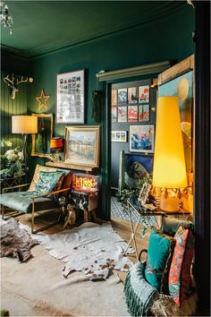 3-top-tips-on-choosing-wall-art-prints-desenio-lily-sawyer-layered-home Dark Green Living Room, Green Lounge, Interior Styling, Interior Design, Wall Art Prints, Design Projects, Design Ideas, Gallery Wall, Lily