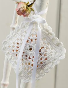 Diy Accessories, Decorative Accessories, Crochet Decoration, Lace Patterns, Crochet Stitches, Contemporary Design, Ladder Decor, Crochet Projects, Diy And Crafts