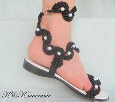 Ropa/Macrame y sandalias de cuero de mujer / por KateNikolova